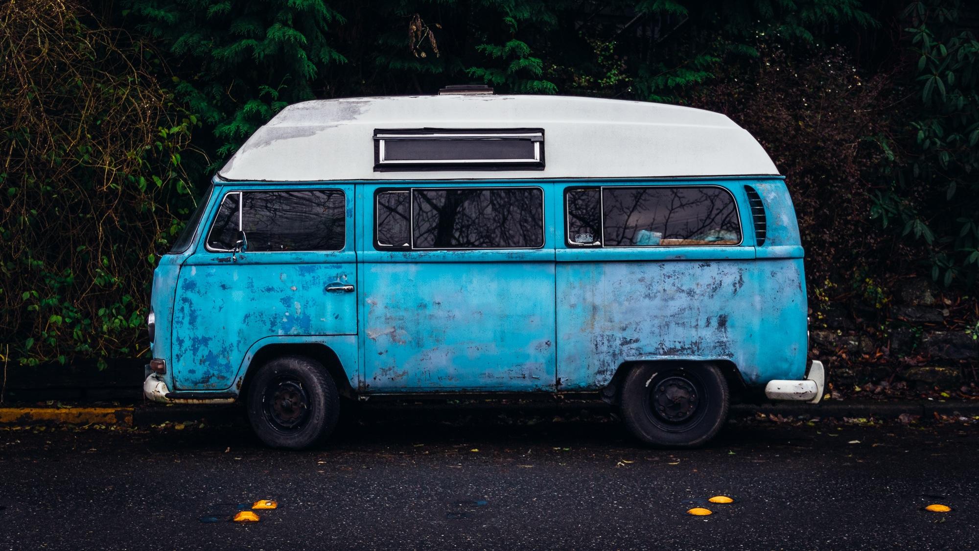Road Trip Playlist: Bunt-gemischte Musik für deinen nächsten Urlaub mit dem Auto – oder der Bahn